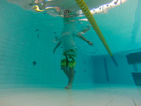 esercizi traumi sportivi arti inferiori in acqua