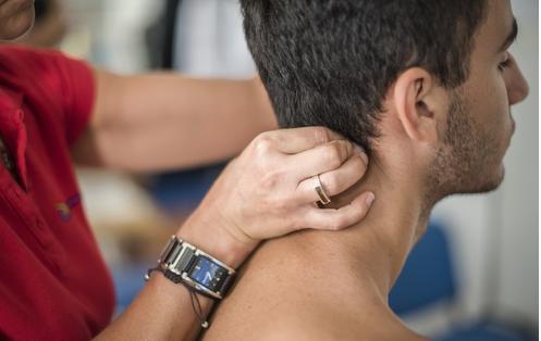 La fisioterapia per curare l'ernia cervicale