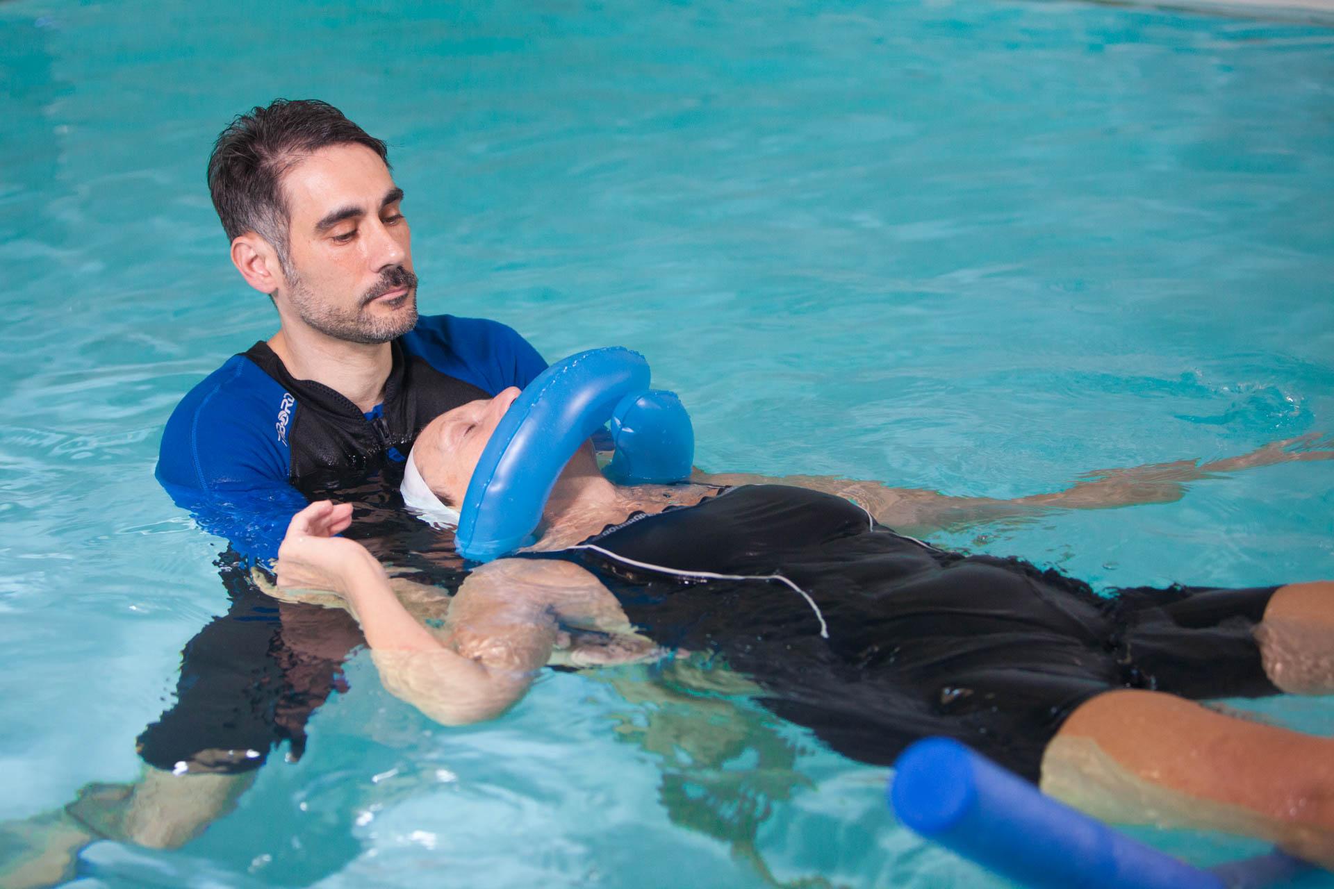Idrokinesiterapia in cosa si differenzia dallo sport in acqua