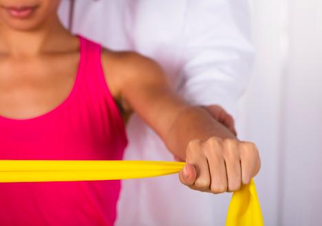 esercizi per le spalle a corpo libero